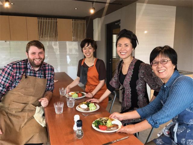 京都市で英会話×料理のスクール!All Englishのシェフが、おいしい料理と楽しい英会話をサポート